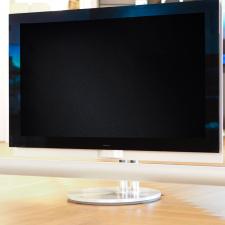 Brugt BeoVision 7-32 inklusiv BeoLab 7.4 med puk-styring af DVB-HD kanaler
